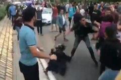 Un guardia civil de paisano impide una paliza a una 'mossa' acorralada por los CDR