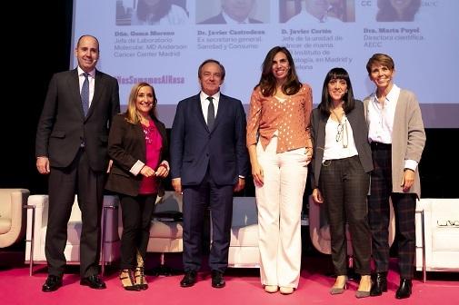 De izquierda a derecha, el doctor Javier Cortés, la periodista Paz Rubio, el doctor Javier Castrodeza y las doctoras Marta Puyol, Gema Moreno y Laura García Estévez. Foto: Cruz Campa