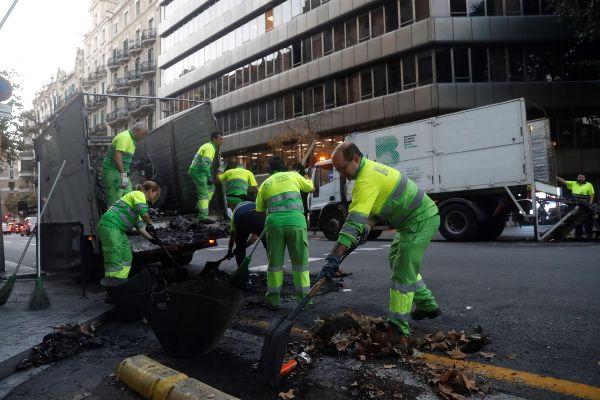 GRAFCAT5355. <HIT>BARCELONA</HIT> (CATALUÑA).- Operarios trabajan en...