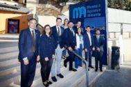 Los participantes en el foro de Aguas de Alicante y  EL MUNDO posan en la puerta del Museo del Agua de Aguas de Alicante.
