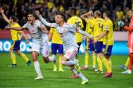 Rodrigo y Rodri celebran el gol del empate de España en Suecia.
