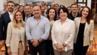 Joan Mesquida con miembros del partido en el acto preelectoral celebrado ayer.