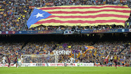 Una estelada es desplegada en las gradas del Camp Nou, en un Clásico jugado en 2013.