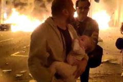 Huye de su casa con su bebé en brazos asediado por la violencia de los CDR