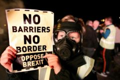 Protesta contra el Brexit en la frontera con Irlanda.