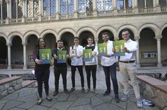 Miembros del grupo de estudiantes de resistencia al independentismo S`Ha Acabat, en la Universidad de Barcelona.