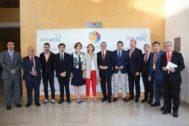 La ministra Reyes Maroto, en el centro, en la foto de familia del congreso Digital Tourist 2019, flanqueda por Toni Pérez, Francesc Colome, Carlos Mazón y Herick Campos, entre otros.