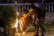 Disturbios en los barrios del Eixample y Gracia, durante la tercera jornada de protesta por la sentencia del jucio del 'proces'.