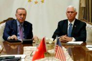 El presidente turco, Recep Tayyip Erdogan, y el vicepresidente Mike Pence, en Ankara.