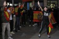 GRAF1986. BARCELONA.- Unos 300 miembros de la ultraderecha se manifiestan para defender la unidad de España, hoy jueves en el barrio de <HIT>Sarriá</HIT>, Barcelona, custodiados por el cuerpo de los Mossos d,Esquadra.