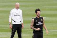 Isco, junto a Zidane, en un entrenamiento del Real Madrid.