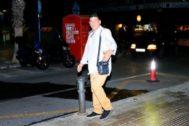 Jesús Tavira, accediendo a los juzgados de Alicante antes de la apertura oficial, captado por EL MUNDO.