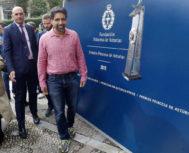 El matemático Khan, esta semana a su llegada a Oviedo para recoger el premio.