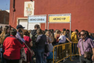 Colas en Burriana, este jueves, para adquirir abonos del Arenal Sound 2020.
