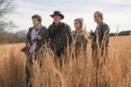 De izquierda a derecha, los protagonistas: Jesse Eisenberg, Woody Harrelson, Abigail Breslin y Emma Stone.