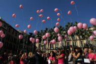 Suelta de globos en Málaga con motivo del Día Internacional contra el cáncer de mama.