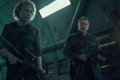 Linda Hamilton y Arnold Scwarzenegger en un fotograma de 'Terminator: destino oscuro'