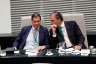 Los concejales de Vox Pedro Fernández (izqda.) y Javier Ortega Smith.