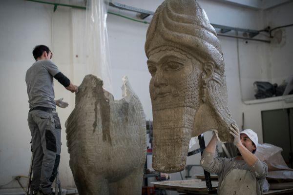 La resurrección de los toros alados asirios destruidos por los yihadistas en Irak, de Madrid a Mosul