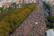 Miles de personas en la avenida Meridiana.