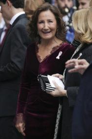 Paloma Rocasolano, de color burdeos muy elegante en los Premios Princesa de Asturias 2019.
