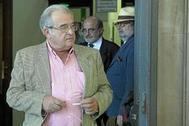 El ex alcalde de Cazalla y hermano del ex presidente de la Junta, Ángel Rodríguez de la Borbolla.