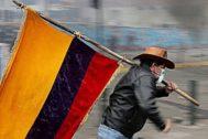 Un manifestante ecuatoriano durante un protesta.