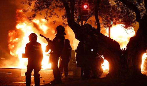 Agentes de la Policía Nacional, durante los disturbios ocurridos tras...