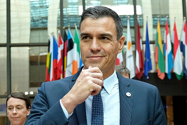 El presidente del Gobierno en funciones, Pedro Sánchez, este viernes,...