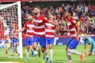 Domingos Duarte festeja el gol del triunfo en Los Cármenes.