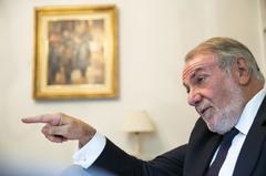 El ex ministro del Interior, Jaime Mayor Oreja, en un momento de la entrevista concedida a EL MUNDO.
