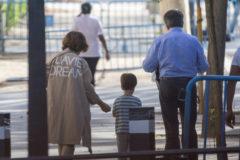 Carmen Calvo con uno de los nietos que comparte con su ex marido José Luis Casas, el pasado 10 de octubre en Madrid