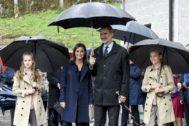 Los reyes, la princesa de Asturias y la infanta Sofía en Asiegu.