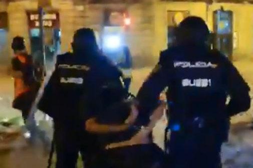 Captura de pantalla del vídeo de la detención de Albert García,...