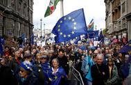 Manifestantes antiBrexit protestan en el centro de Londres.