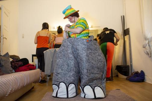 Ana Martín se enfunda el traje de Dumbo antes de actuar