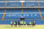 Último entrenamiento del Hércules antes del partido de mañana.