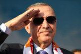 """Erdogan amenaza con  """"aplastar la cabeza"""" de los kurdos si no se retiran"""