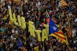 El separatismo para Cataluña y amenaza con consumar la secesión en la calle