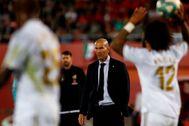 Zinedine Zidane, en la banda del estadio de Son Moix.