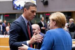 El presidente español en funciones, Pedro Sánchez, con la canciller alemana, Angela Merkel, este viernes en Bruselas.