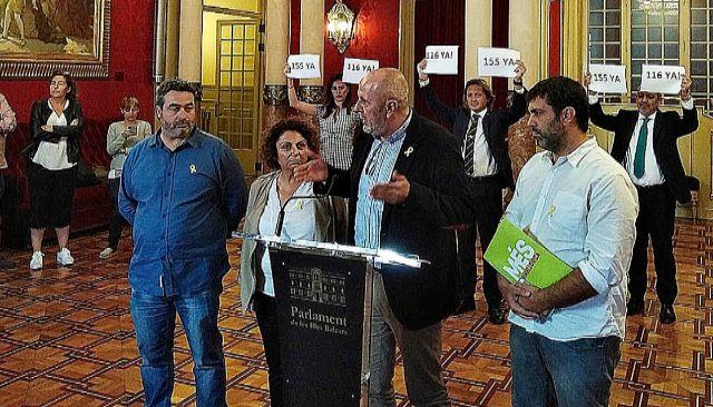 Los cuatro diputados de Més, tras abandonar el pleno el pasado martes en señal de protesta por la sentencia. EUROPA PRESS