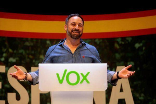 El presidente de Vox, Santiago Abascal, interviene en un acto público...