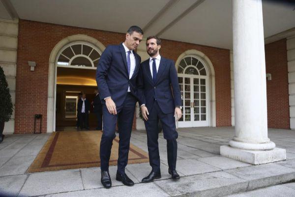 El presidente del Gobierno en funciones, Pedro Sánchez y el...