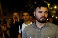Gabriel Rufián, increpado por los manifestantes.