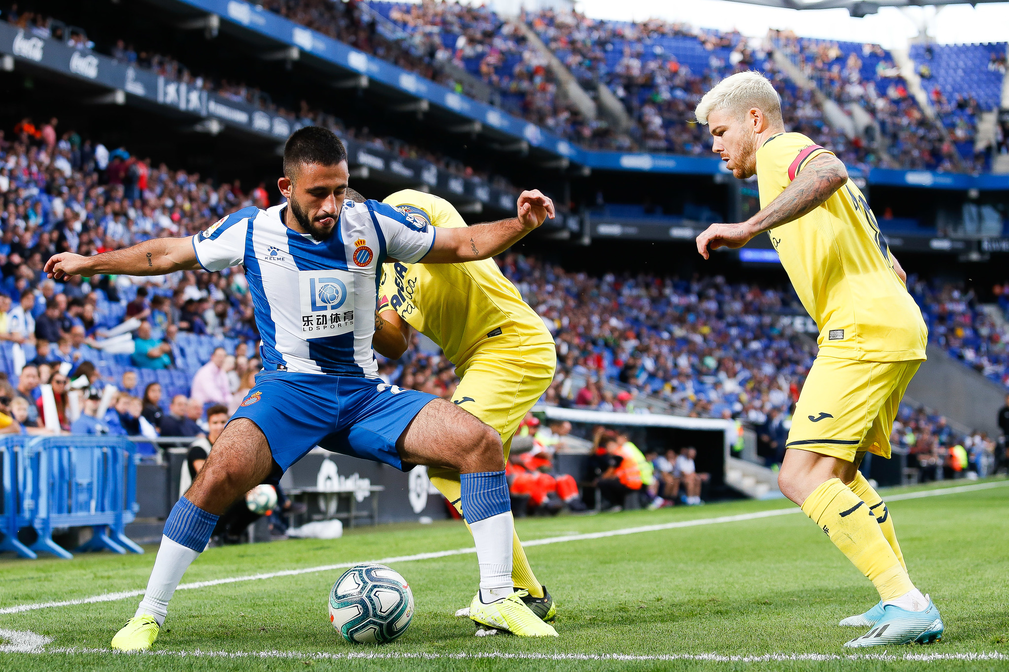 BARCELONA, SPAIN - OCTOBER 20: Matias Vargas of RCD <HIT>Espanyol</HIT> challenges the ball against Alberto Moreno of Villareal CF during the Liga match between RCD <HIT>Espanyol</HIT> and Villarreal CF at RCDE Stadium on October 20, 2019 in Barcelona, Spain. (Photo by Eric Alonso/Getty Images)