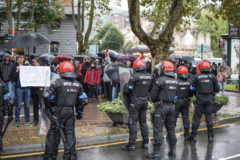 Cargas contra radicales que protestaban contra un acto de Vox en Bilbao