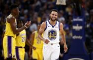 Curry, durante un partido de pretemporada contra los Lakers.