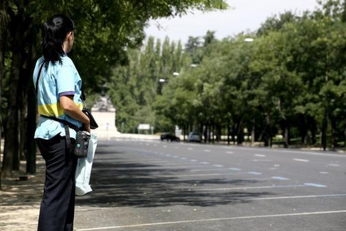 Una vigilante del SER, en Madrid, en una imagen de archivo