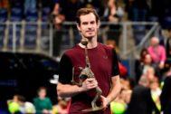 Murray, con el trofeo de campeón en Amberes.